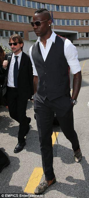 """""""Ngựa chứng"""" Mario Balotelli hầu tòa tranh quyền thăm nom... con rơi ảnh 1"""