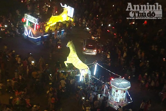 Rực rỡ sắc màu lễ hội Trung thu đường phố Tuyên Quang 2014 ảnh 12