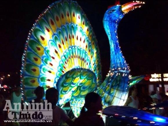 Rực rỡ sắc màu lễ hội Trung thu đường phố Tuyên Quang 2014 ảnh 9