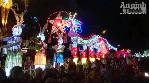 Rực rỡ sắc màu lễ hội Trung thu đường phố Tuyên Quang 2014 ảnh 13