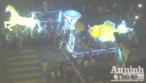 Rực rỡ sắc màu lễ hội Trung thu đường phố Tuyên Quang 2014 ảnh 6