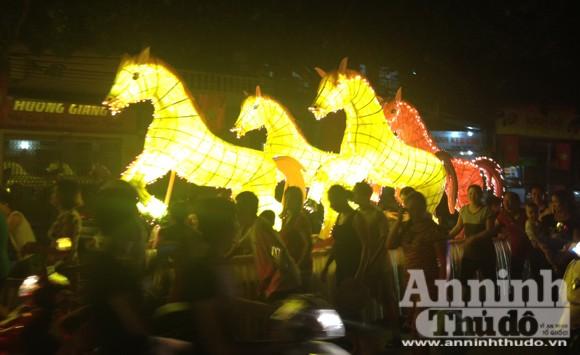 Rực rỡ sắc màu lễ hội Trung thu đường phố Tuyên Quang 2014 ảnh 7