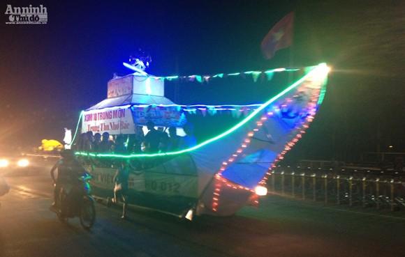 Rực rỡ sắc màu lễ hội Trung thu đường phố Tuyên Quang 2014 ảnh 14