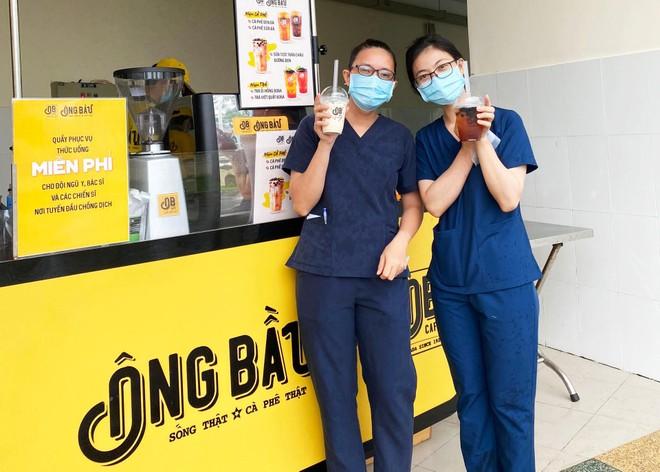Cà phê Ông Bầu tiếp thêm năng lượng cho các y bác sĩ tuyến đầu chống dịch ảnh 1