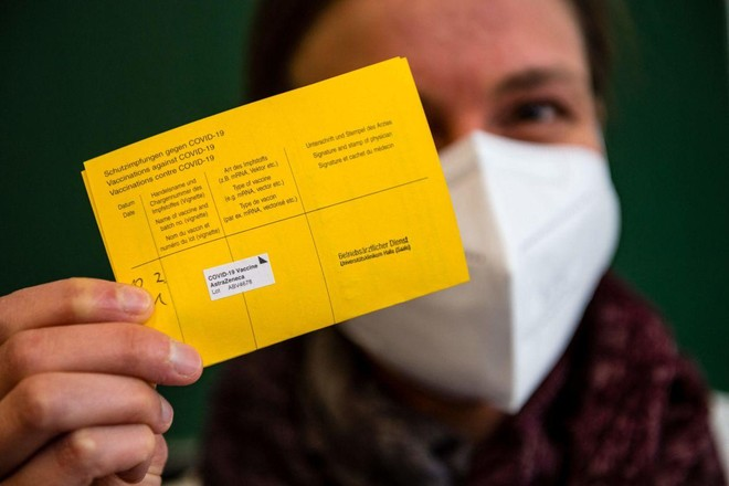 Nga khởi tố 44 vụ án làm giả giấy chứng nhận tiêm vaccine Covid-19 ảnh 1