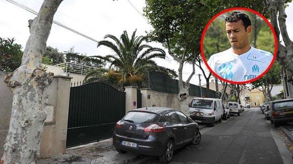 Bọn cướp đã xông vào nhà của hậu vệ Vitorino Hilton