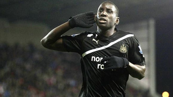 Demba Ba tỏa sáng với một cú hat-trick