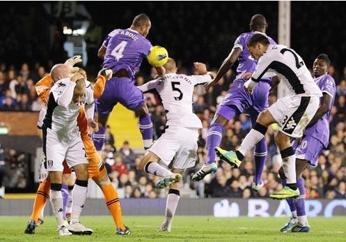 Tottenham hạ Fulham, Stoke trở lại mặt đất