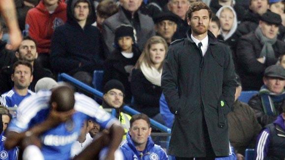 HLV Chelsea lĩnh án phạt của FA