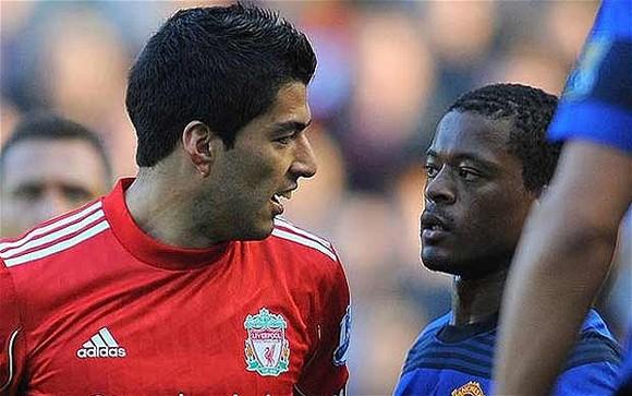 Suarez trả giá cho hành động nhục mạ Evra