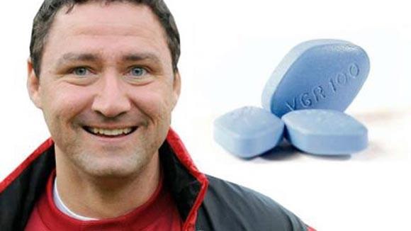 """""""Một cầu thủ đã đến gọi tôi lúc 3 giờ sáng để hỏi xin Viagra, một loại thuốc hỗ trợ đàn ông trong chuyện phòng the"""","""
