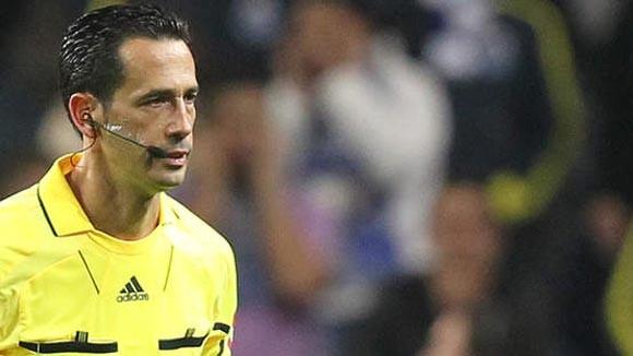 Trọng tài chính nhập viện sau trận Inter-Marseille