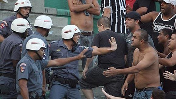 Bạo loạn ở sân cỏ Brazil, 1 người chết