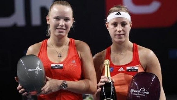 Isner và Wozniacki cùng thua đau ở chung kết