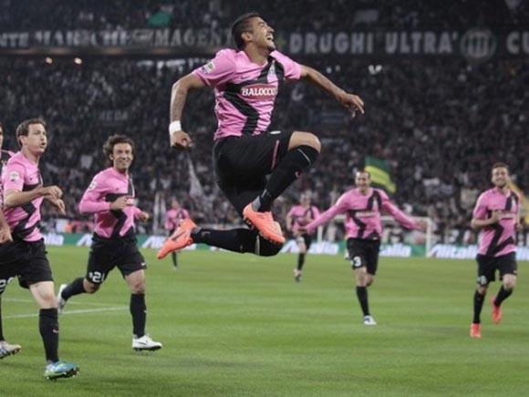 Thắng Roma, Juventus chạm một tay vào Scudetto