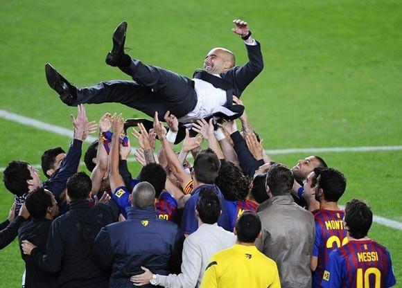 """Cuộc """"chia ly màu đỏ"""" trên sân Camp Nou"""