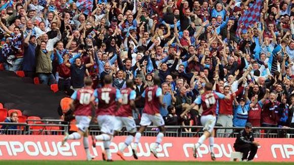 West Ham chính thức trở lại Premier League