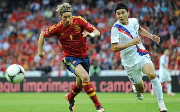Torres khai hỏa, Tây Ban Nha thắng đậm Hàn Quốc