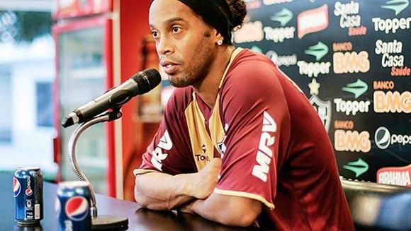 Ronaldinho trả giá đắt vì một lon Pepsi ảnh 1
