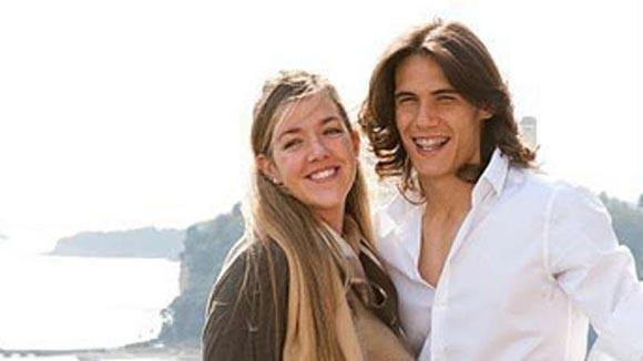 Gia đình Cavani lại gặp họa ở Napoli ảnh 1