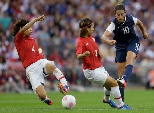 Bóng đá nữ Olympic 2012: Carli Lloyd lập cú đúp giúp Mỹ giành HCV