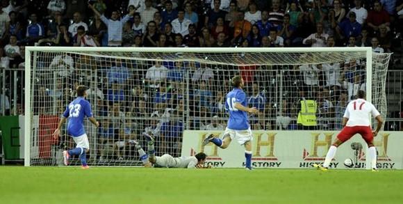"""Anh 2-1 Italia: """"Tam sư"""" trả nợ thành công ảnh 2"""