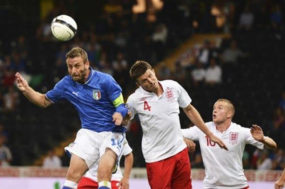"""Anh 2-1 Italia: """"Tam sư"""" trả nợ thành công"""
