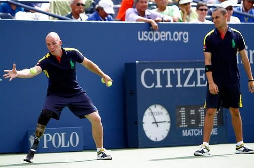Nhân viên nhặt bóng đặc biệt tại giải US Open 2012 ảnh 1