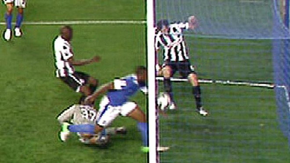 Everton bị trọng tài cướp mất chiến thắng ảnh 2
