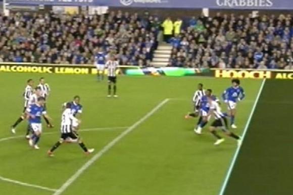 Everton bị trọng tài cướp mất chiến thắng ảnh 1