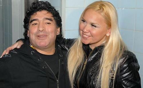Maradona làm cha ở tuổi 51 ảnh 1