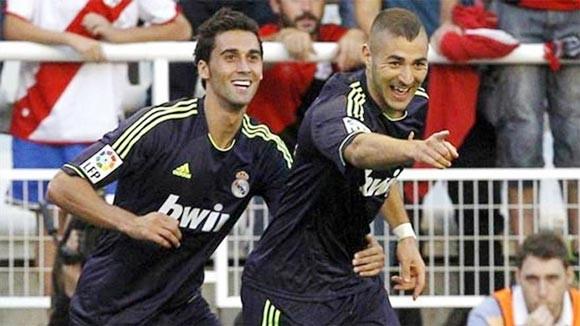 Real nhẹ nhàng giành 3 điểm để thu hẹp khoảng cách với Barca ảnh 1