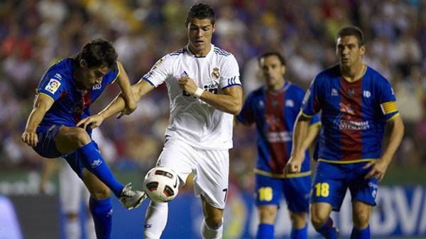 Barcelona và Real Madrid trầy trật kiếm 3 điểm ảnh 2
