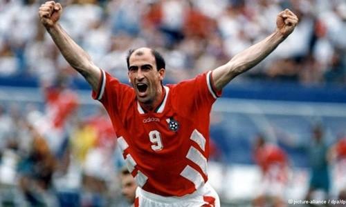 Huyền thoại bóng đá Bulgari bị kết án 2 năm tù giam ảnh 1