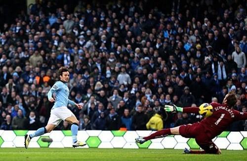 David Silva lập cú đúp giúp Man City gây áp lực lên MU ảnh 1