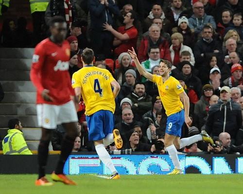 """Rooney giúp M.U """"bay cao"""", thành London gây thất vọng ảnh 2"""