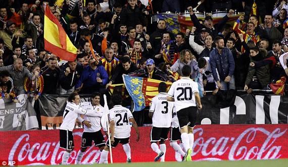 Valancia khiến Barca chết hụt, Atletico nối dài mạch thắng ảnh 1