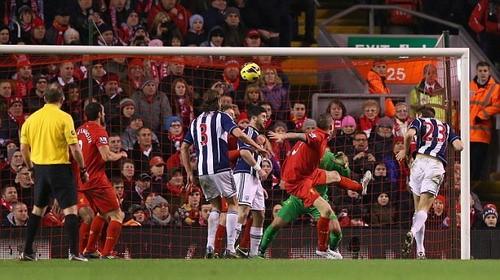 Phung phí cơ hội, Liverpool ôm hận tại Anfiled ảnh 1