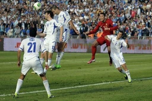 Anh đại thắng, Tây Ban Nha bị cầm hòa ảnh 4