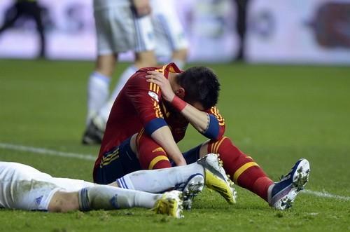 Anh đại thắng, Tây Ban Nha bị cầm hòa ảnh 1