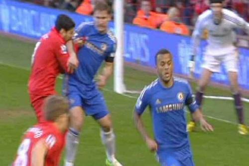 "Tiền đạo Luis Suarez phải nhận án phạt ""khủng"" từ FA ảnh 1"