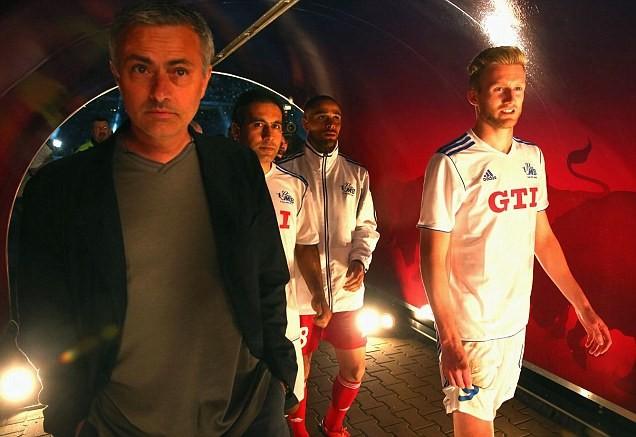 Mourinho đã có bản hợp đồng đầu tiên ở Chelsea ảnh 1
