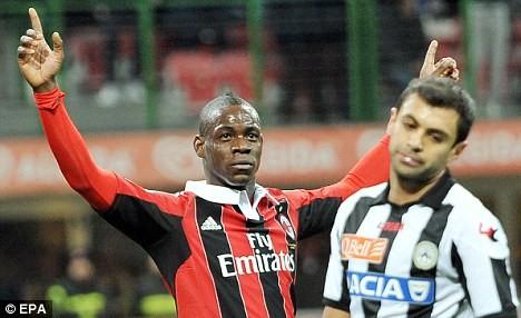 Ronaldo dạy dỗ Mario Balotelli ảnh 2