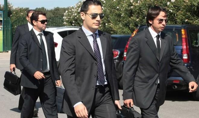SỐC: Cảnh sát kinh tế khám xét trụ sở 41 CLB Italia ảnh 1