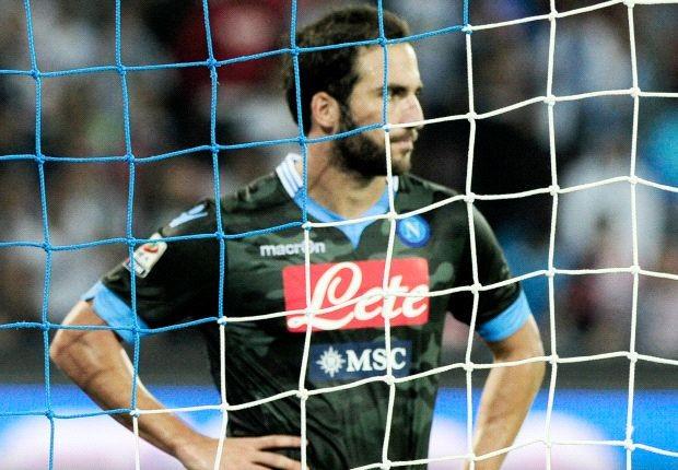 Napoli bị đội bét bảng cầm hòa ảnh 1
