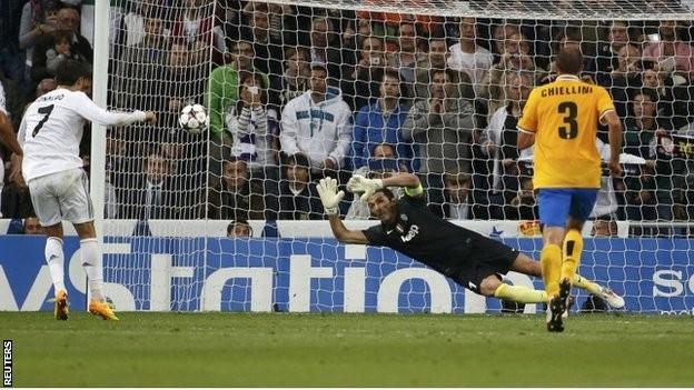 """Cris Ronaldo """"vượt mặt"""" van Nistelrooy ảnh 1"""