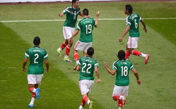 Mexico, Uruguay cầm chắc tấm vé đến Brazil ảnh 1