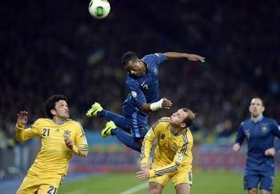 """Ukraina 2-0 Pháp: """"Gà trống"""" im tiếng ở Kiev ảnh 1"""