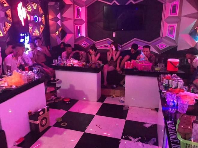 Công an Hà Nội phát hiện 31 đối tượng 'bay lắc' trong quán karaoke ảnh 2