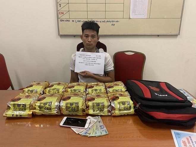 Công an Hà Nội bắt 'người vận chuyển' thu gần 10kg ma túy đá ảnh 1
